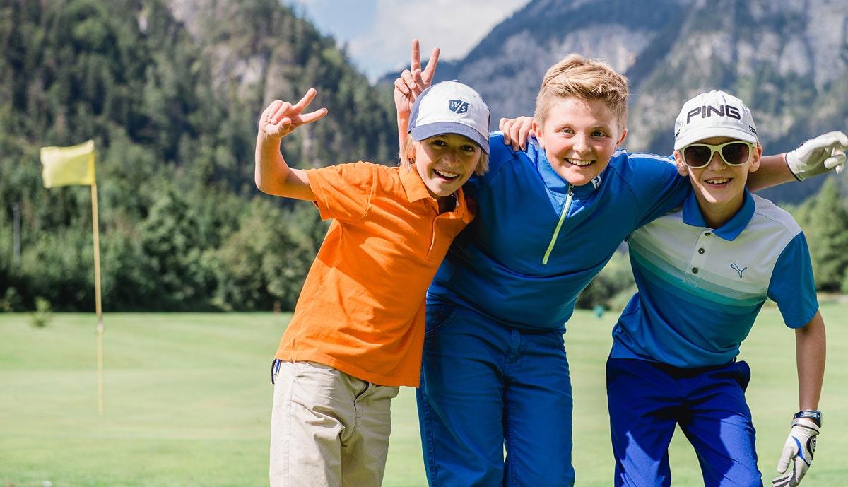 Golftraining für Kinder mit Übernachtungen und Freizeitangebot.